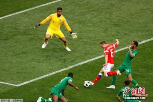 8号加辛斯基头球破门为俄罗斯队首开纪录。这也是本届世界杯的首粒进球。