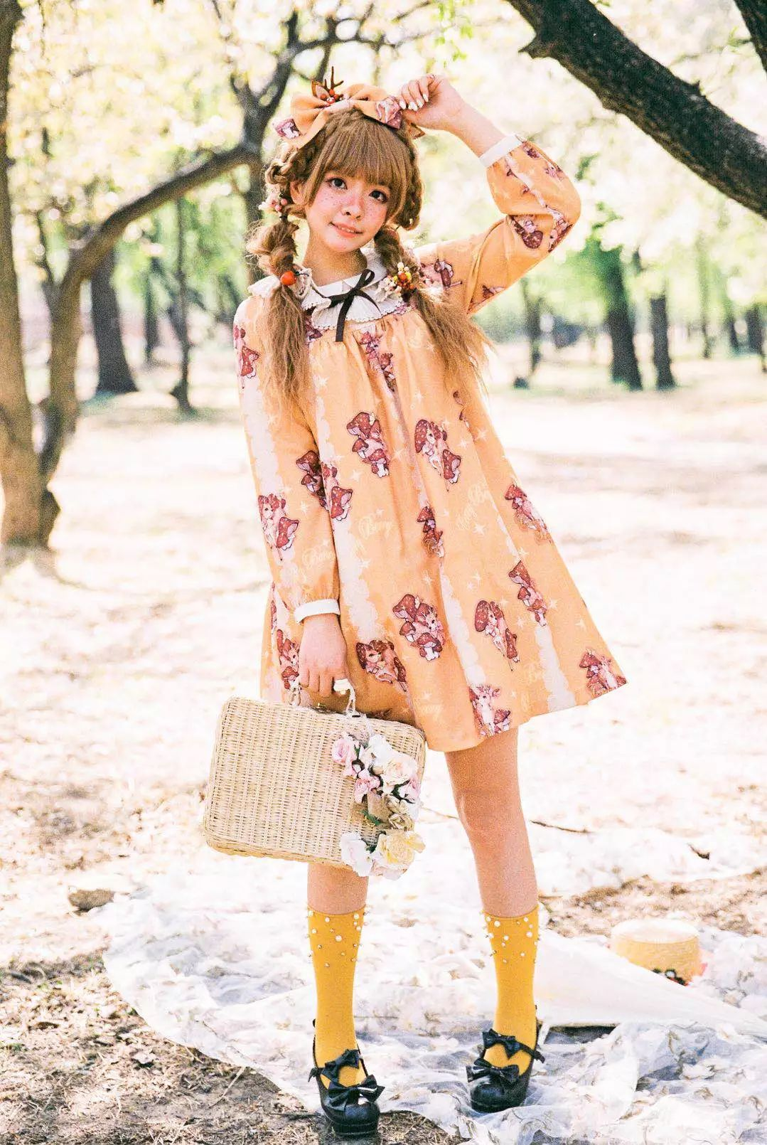 穿Lolita装的年轻人