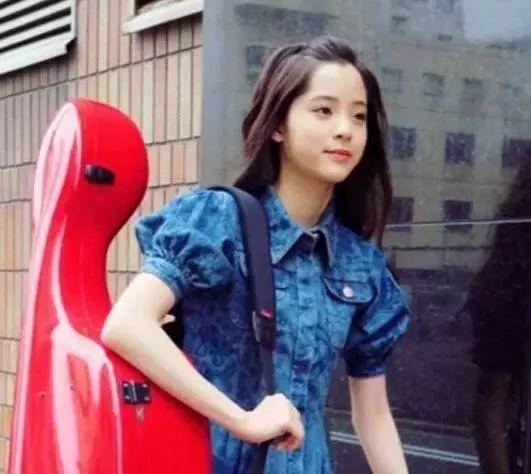 """欧阳娜娜重返学校,网友:她终于""""滚出""""娱乐圈了?图片"""