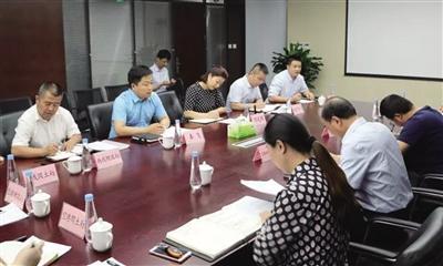 """空港新城""""金牌店小二""""_帮助企业办理审批手续"""