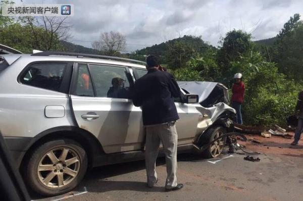 柬埔寨拉那烈亲王夫妇遇车祸:王妃抢救无效去世