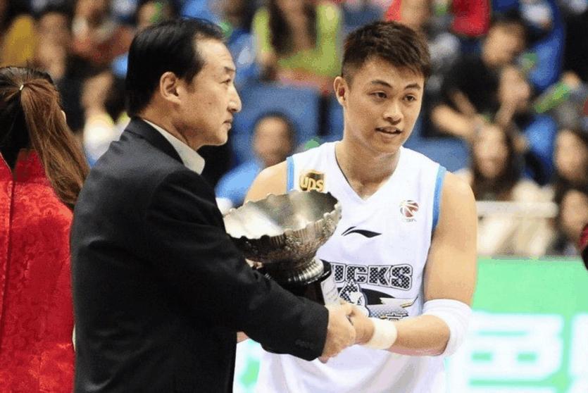 唏嘘!从MVP到被CBA抛弃仅用6年 他后悔为钱离开北京吗?