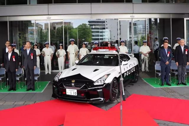 世界上最土豪的警车队是迪拜?日本:我有东瀛战神GTR!