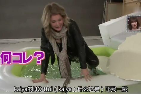 日本整人综艺:艺人掉进热水池时,第一反应的话是什么?