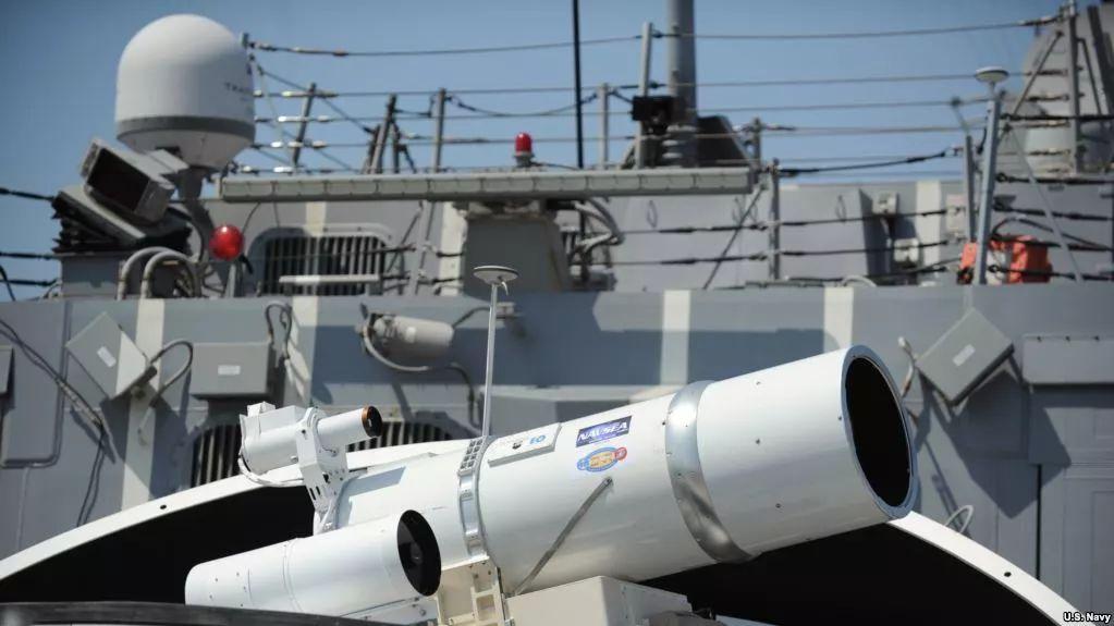 美军飞行员闯东海 遭20余次激光照射险致盲,解放军回应亮了