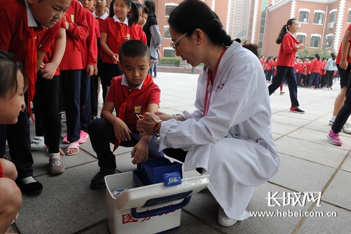 石家庄外国语学校举办安全知识进校园活动