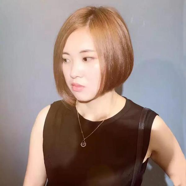 沙宣头短发一直都是个性,时尚的代名词,这款包脸直发波波头短发颇有图片