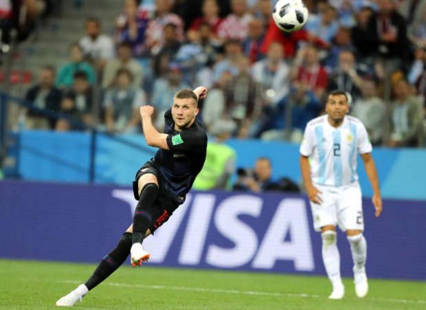 阿根廷队一定时炸弹自爆!3球惨败后,梅西一只脚已迈出世界杯