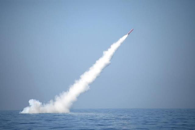 巴铁在水下试射巡航导弹,可带核弹头,完爆印度歼敌者号核潜艇