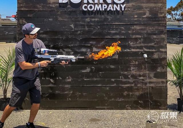 炸了!马斯克火焰喷射枪炒到十几万,老外竟用它放火烧车!