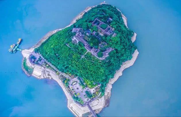 重庆这座千年诗城藏着世界上最大的天坑 超适合避暑!