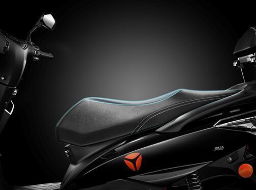 """普通电动车的座垫是""""平板式""""或""""下滑式""""设计,在行驶过程中,屁股会"""
