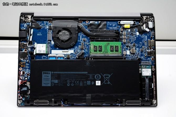 戴尔Latitude 7390 内部   单风扇单铜管散热系统,铜管的距离很短,在很短的时间内,风扇就能够将热量吹出去,散热的效率也就高。而且后置式的散热,对于操作者不会有影响。   东芝128GB固态硬盘,如果只是作为系统盘也是够用的了,但是在这台笔记本上没有内部扩充的余地了,所以另外的解决方案,其一是配置移动硬盘,其二是更换掉这块固态硬盘,比如换成256GB或者512GB。另外大家应该还看到固态硬盘这里实际上是一个架子,把这个模块取下就可以换成常见的M.