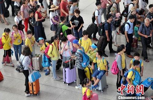 2018中国铁路暑运将开启 预计发送旅客6.47亿人次