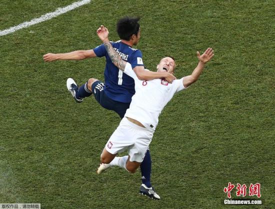 北京时间6月28日晚,2018俄罗斯世界杯H组日本队与波兰队的比赛在伏尔加格勒竞技场打响。最终,波兰队凭借贝德纳雷克的进球,1-0战胜日本队。在同组另一边的比赛中,哥伦比亚1-0战胜塞内加尔,此后,日本队消极比赛,场面沉闷,球迷看台嘘声四起。但日本队凭借黄牌少,挤掉塞内加尔晋级。哥伦比亚与日本队分列小组前两位晋级16强。日本队将在1/8决赛中静待英格兰与比利时的胜者。