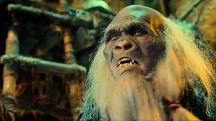贪生怕死的猿人面对强大的敌人:别逼我出手,接着跑的比谁都快!