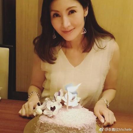 李嘉欣48岁生日晒冻龄美貌,老公甜蜜举动闪炸!