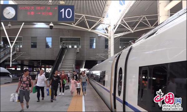 东北至西南地区首次开行高铁列车 实现朝发夕至