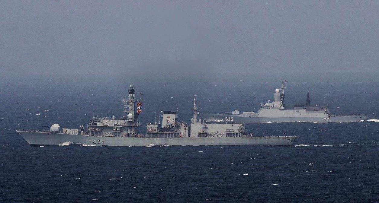 英国单舰硬闯南海 中国出动16艘战舰强势围观