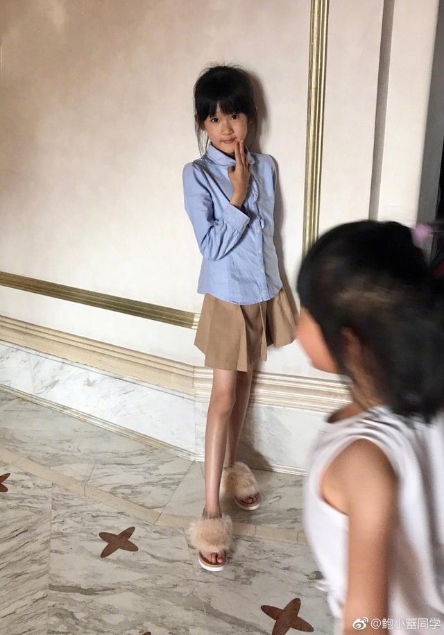 陸毅10歲女兒近照曬黑不少,腳上的鞋看出富養程度