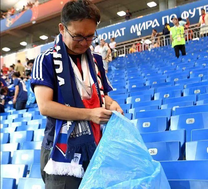 """世界风度!被绝杀后,日本队打扫球场更衣室,留下俄语字条""""谢谢"""""""
