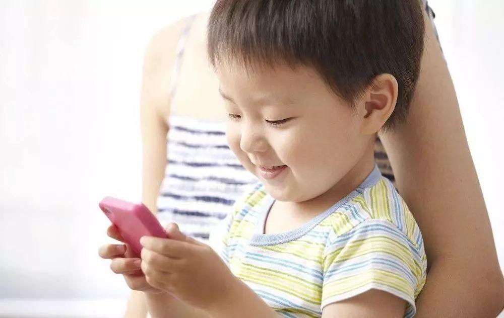 新 iPad 确认支持 Face ID / 三星出大 Bug ,手机照片