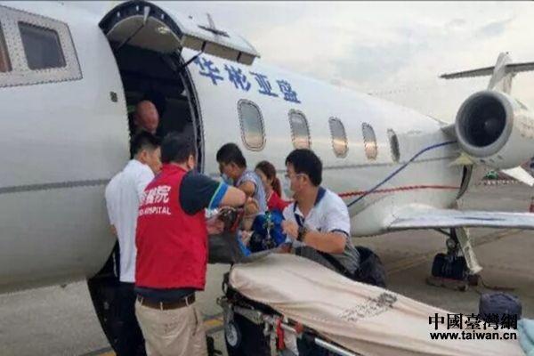 两岸医疗团队协作专机转送女台胞患者返台