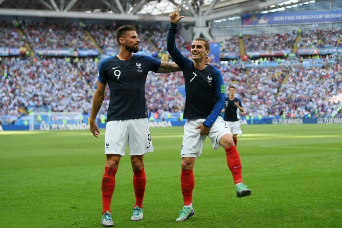 世界杯1/8决赛五大争议瞬间:内马尔翻滚惹众怒 苏神被撞捂后脑勺