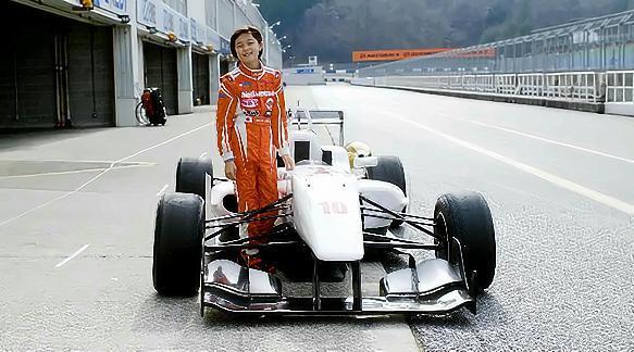 日本11岁的F4女赛车手,真正的秋名山老司机~