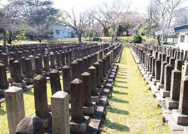 """孤独老人遗骨无人认领 日本多地推行""""生前登记墓地"""""""