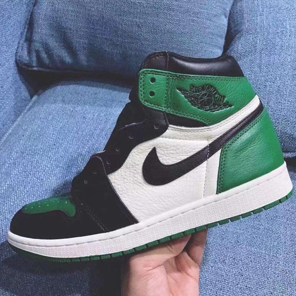是同一天发售 黑紫 黑绿脚趾 AJ1 全新实物图曝光