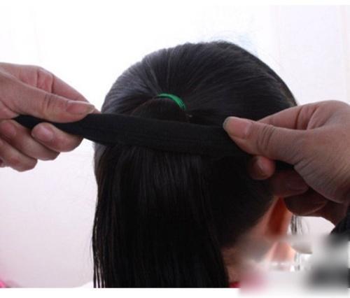 简单可爱的儿童盘发发型扎法步骤!_凤凰时尚