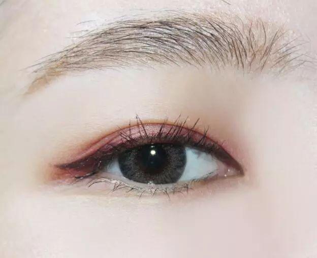 2018最流行的酒红色眼妆怎么画好看?