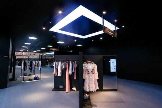 AI跨界时尚搭配,阿里推全球首家人工智能服饰店