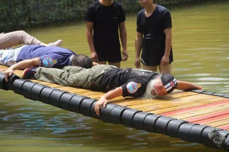 """《摇啊笑啊桥》白发老大爷展现惊人实力,刘烨组队叫板""""自己人"""""""