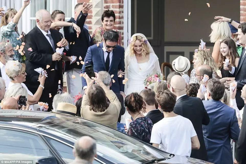 凡妮莎终于嫁啦!她才不只是德普的前女友,最美星二代的妈!