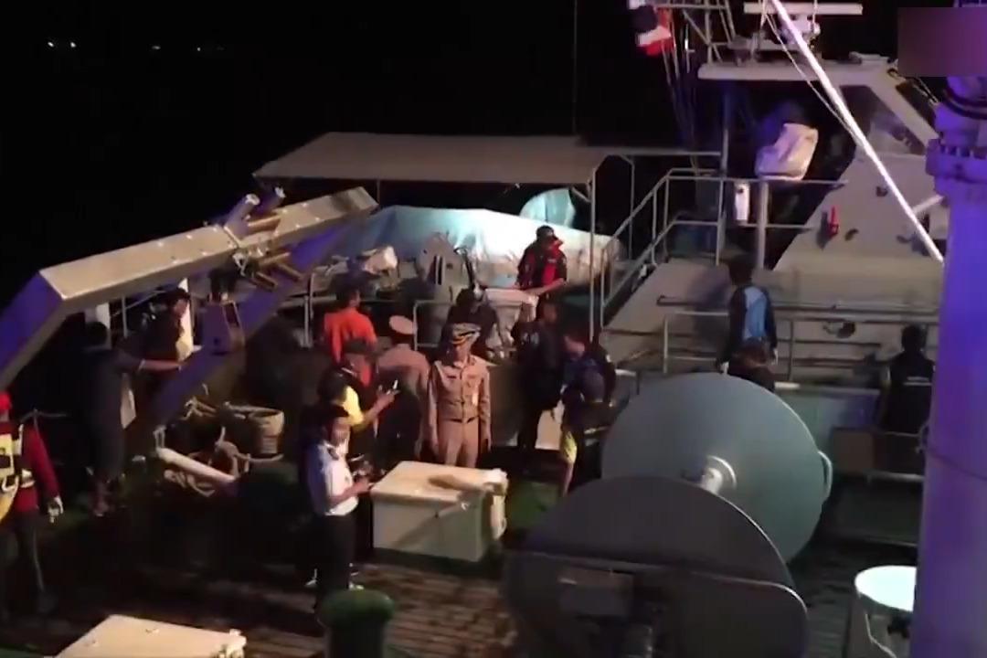 现场画面:普吉岛翻船事故致中国人50人失踪