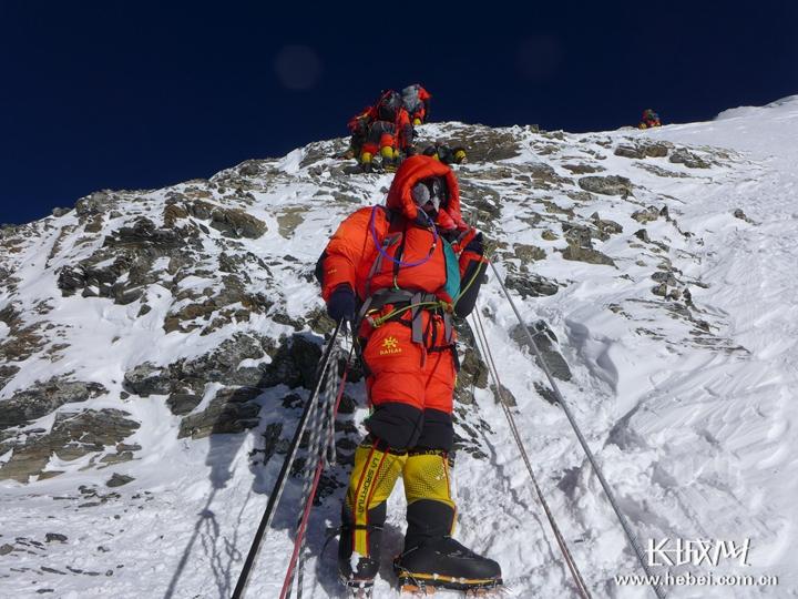 探险者讲述登珠峰:活着回来了就好,失去一根手指不算事儿