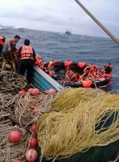 泰国普吉岛沉船遇难者升至40人,当地华人通过微信群传递失踪名单