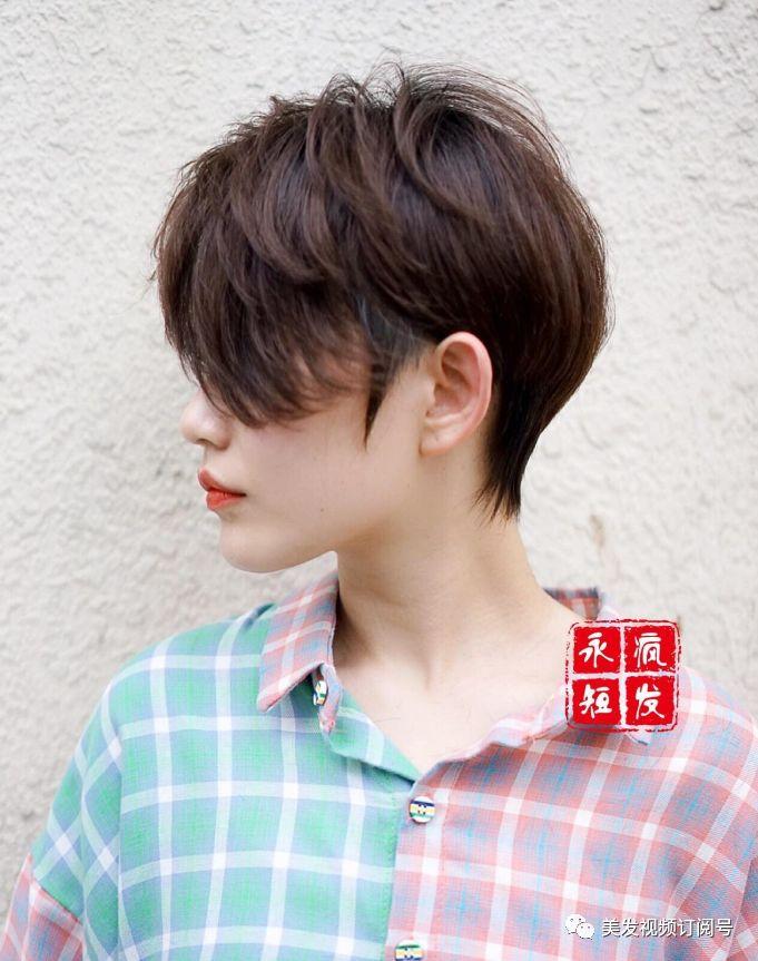 """2018流行""""秀气""""短发"""