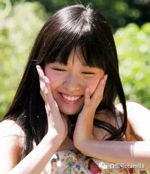 长脸女生最佳齐刘海发型设计,甜美俏皮又修颜