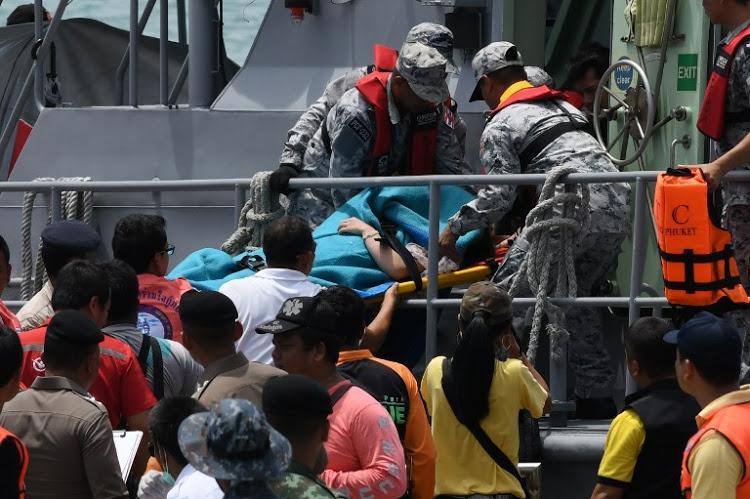 为搜救中国游客,泰国出动新高速炮艇,不仅速度快还能带小艇