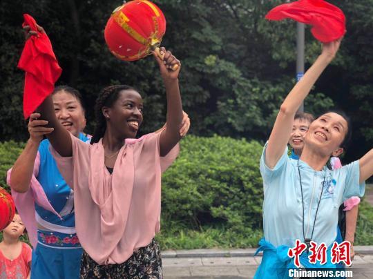 """22国外籍友人""""洋眼看江苏""""体验非遗文化"""