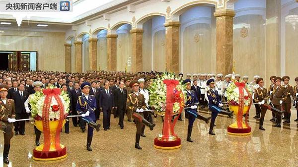 朝鲜高层参谒锦绣山太阳宫 悼念金日成逝世24周年