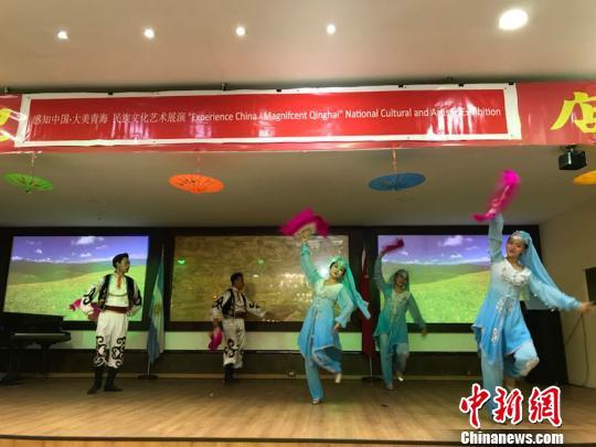 """图为""""感知中国・大美青海""""中国青海民族文化艺术展布宜诺斯艾利斯市巡展现场。 少恒 摄"""