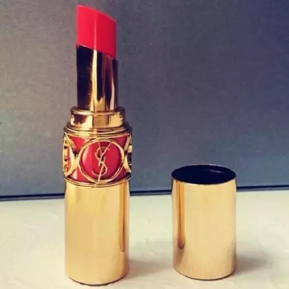 二,口红品牌排行榜第二名:纪梵希 经典口红代表:纪梵希高级定制唇膏