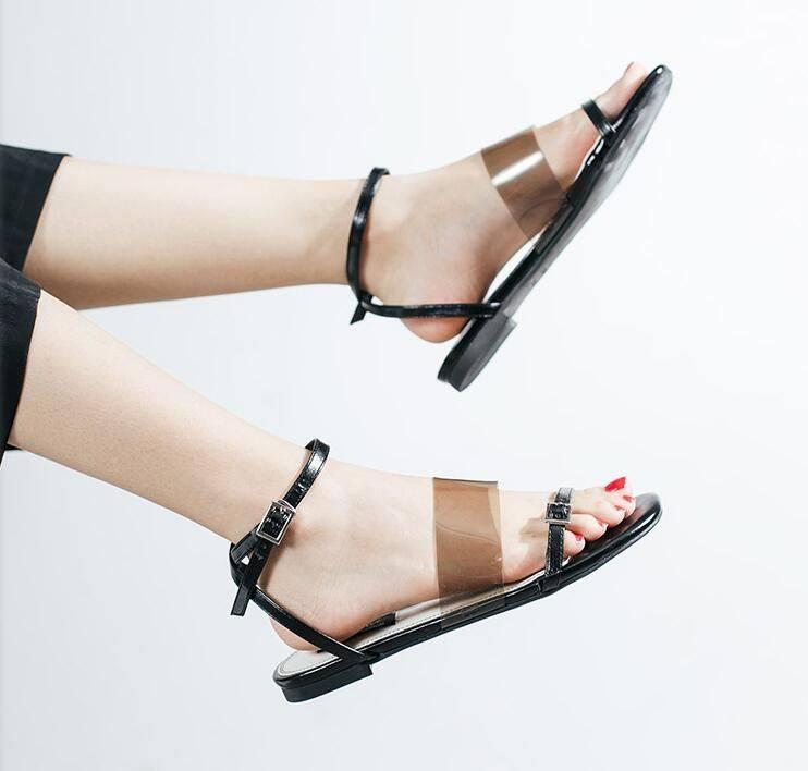 清新气质的凉鞋,一字带的设计,女人百搭简约