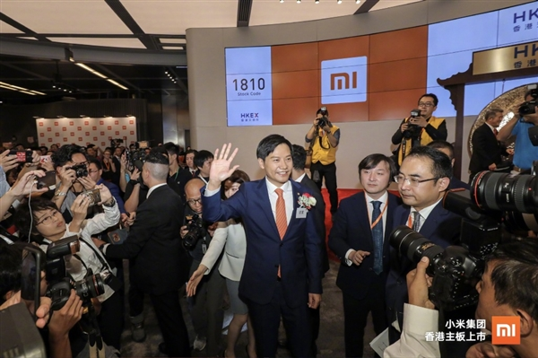 小米香港敲锣上市 雷军:锣是定制的 花了30万
