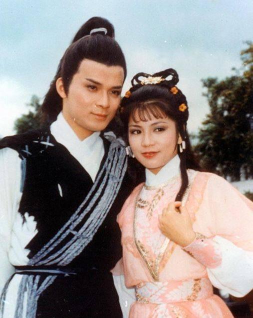 黄容秘�_也不怕郭靖这傻小子会把降龙十八掌的秘要偷偷告诉黄蓉,就算强如