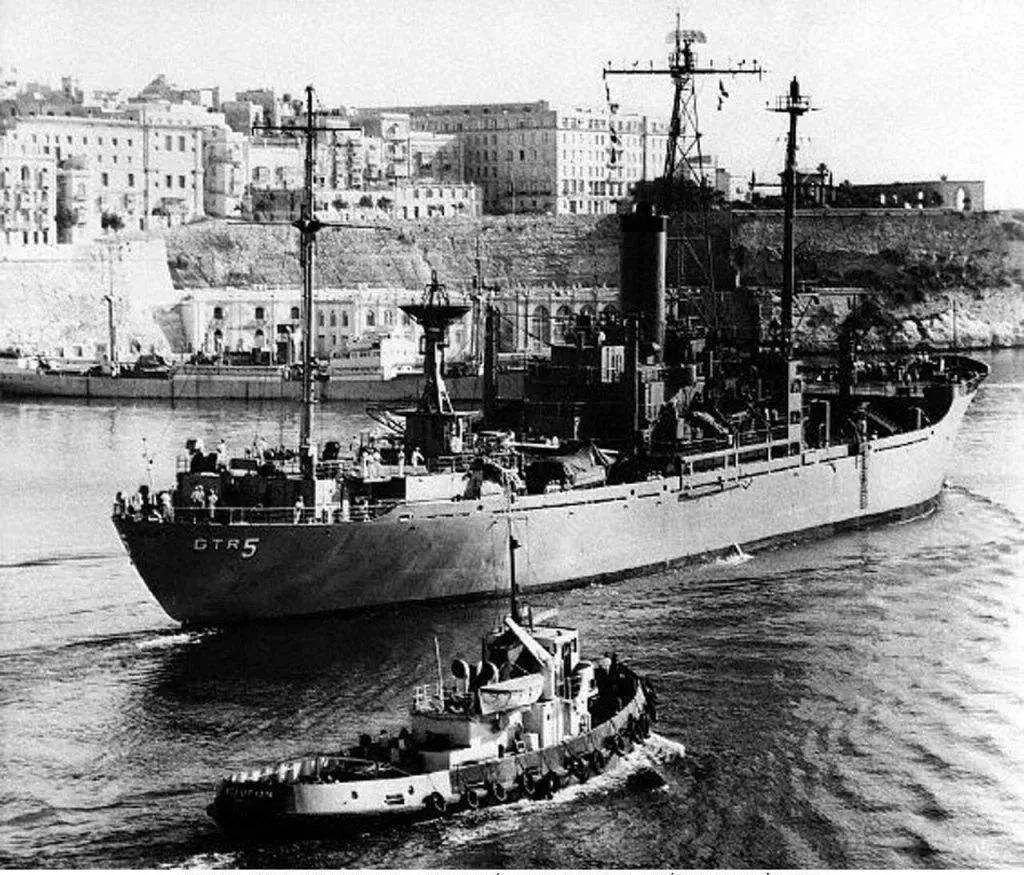 美国海军也认怂?7700吨军舰被盟国打成筛子,事后一句话没敢吭声